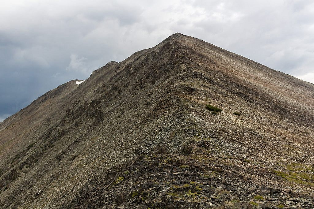 Looking up the ridge to the north of the saddle. Looks like a fairly easy climb.