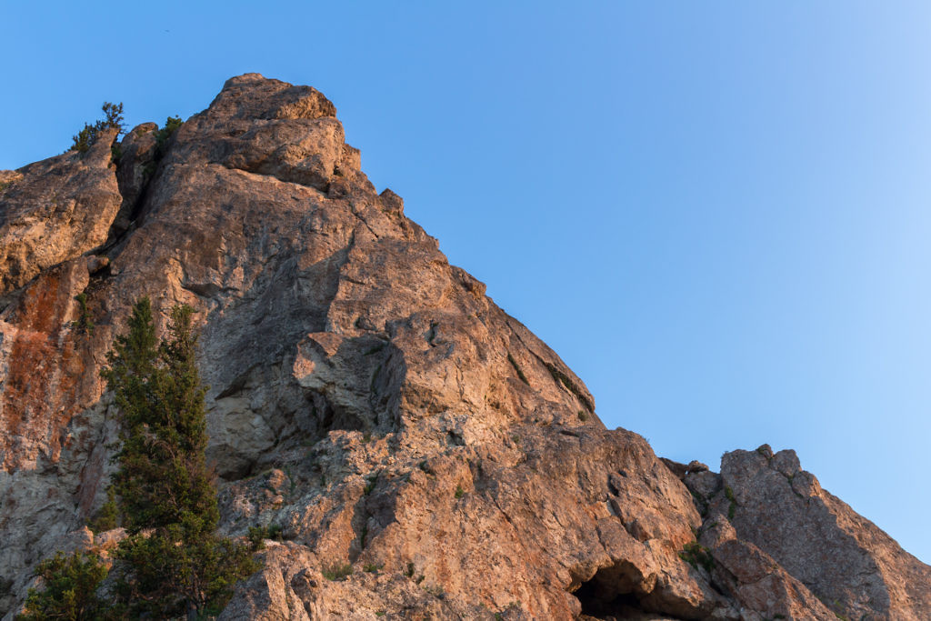 Looking up the rock from the overlook. Clearly technical climbing skills are required to go further.