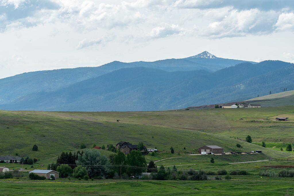 "Ch-paa-qn Peak (""shining peak"")."